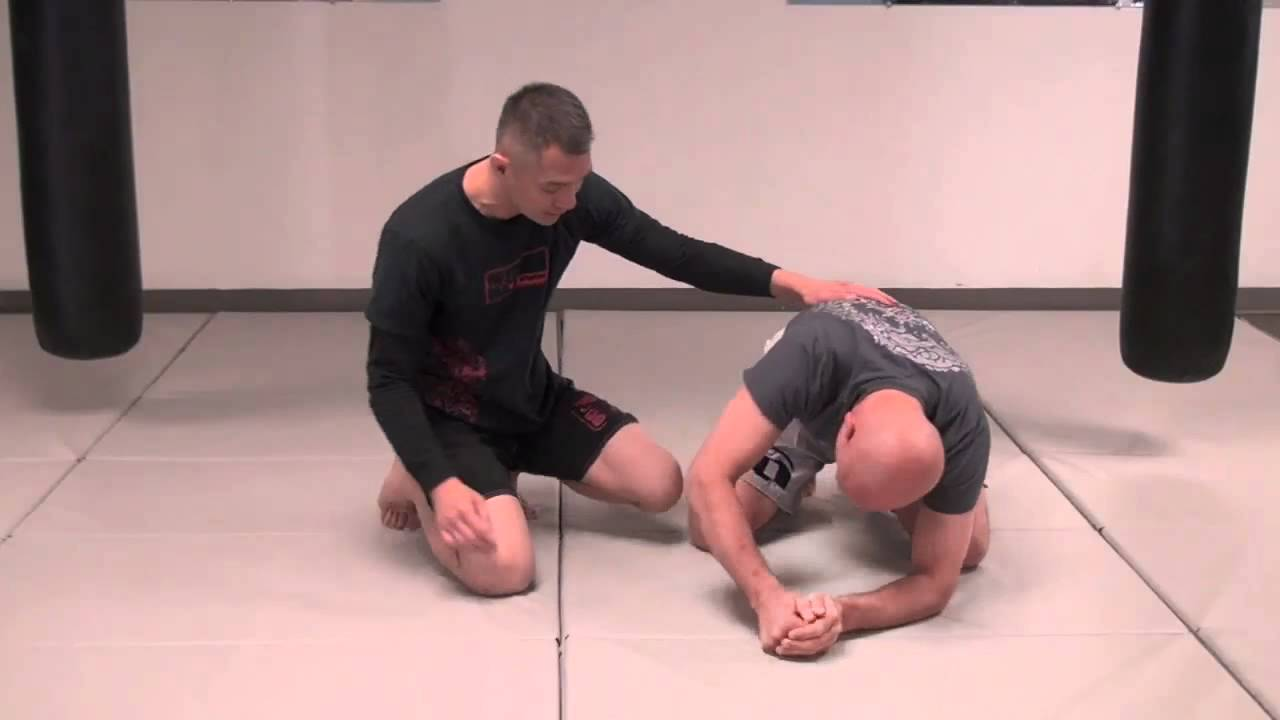 Crucifix choke from the turtle position no-gi