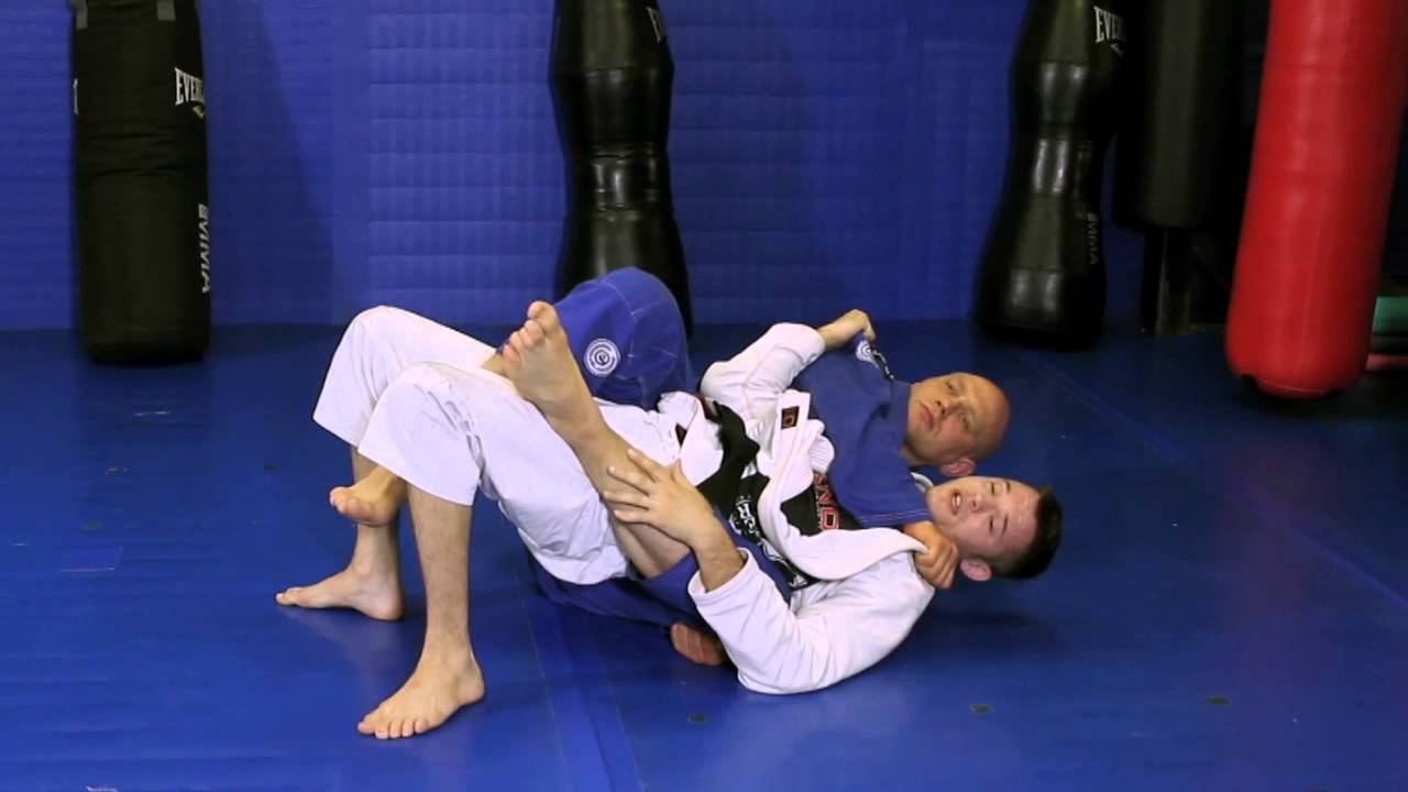Defending the collar choke and escape the back control by sliding your back on the mat