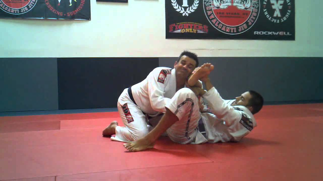 Omoplata defense by hopping over the leg and passing