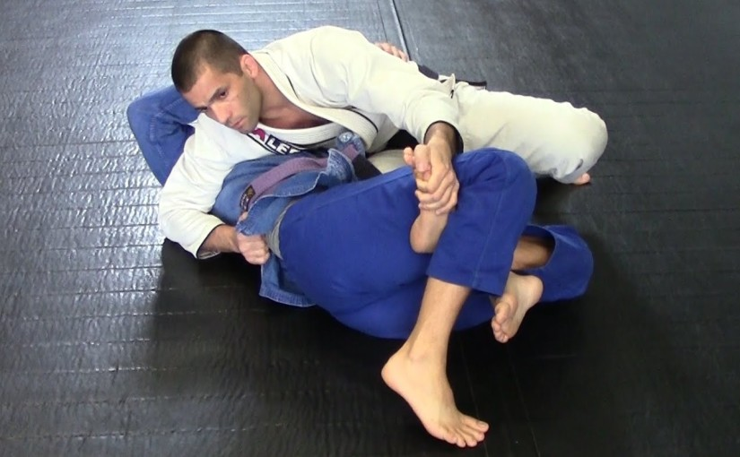 Passing the reverse half guard